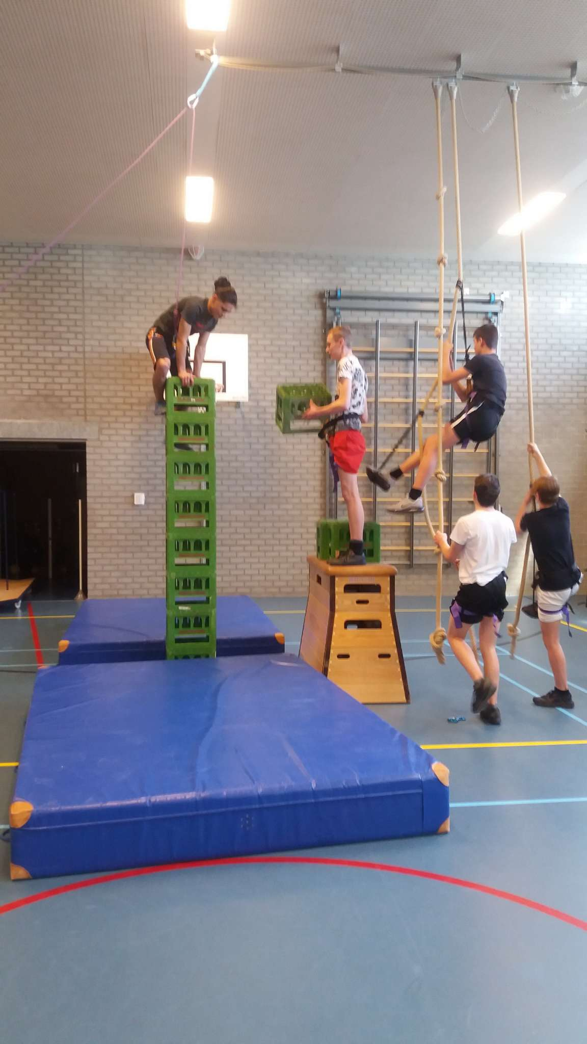 Teamwork tijdens gymlessen Techniek College